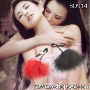 Dụng cụ bạo dâm bộ kẹp ngực có đính lông vũ